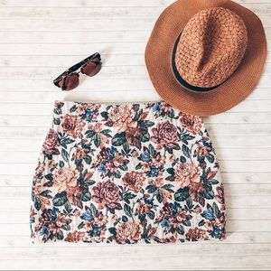 Zara Basic Floral Tapestry Mini Skirt